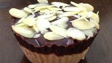 עוגת שכבות טבעונית עם שוקולד