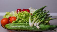 בצל ירוק מוסיף בריאות לסלט