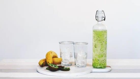 מיץ קיווי ופירות, מומלץ לשתות הרבה ולאכול פירות המכילים אנזימי עיכול להאצת הירידה במשקל