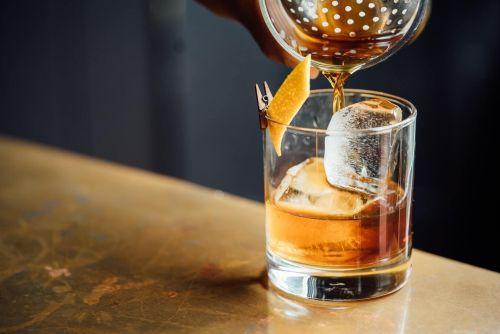 וויסקי ומשקאות אלכוהוליים עלולים להפריע בספיגת ויטמין סי בגוף