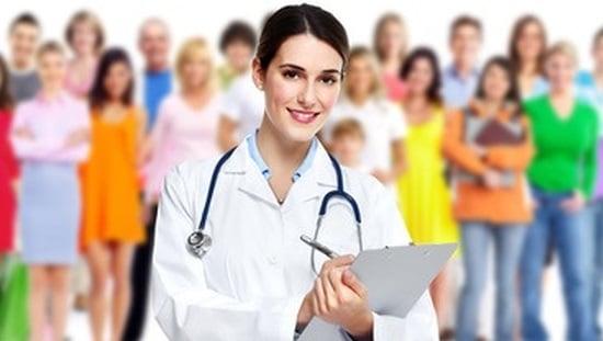 רופאה שמאחוריה מטופלים, התוסף אסכרקס לטיפול בסוכרת, ממתין לקבל את אישור משרד הבריאות לרשום את התוסף כחומר טיפולי