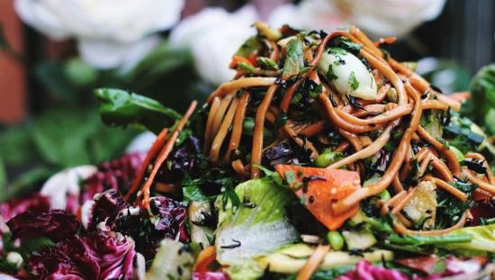 מוקפץ בריא - תבשיל ירקות וחמאת שקדים, מתכון של אפרת פטל - Daily Real Food