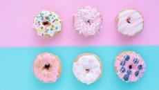 דונטס בשלל זיגוגים, עמוסים בסוכר המשפיע לרעה על המוח שלנו ועל בריאותנו