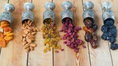 פירות מיובשים, התמר הוא היחיד הגדל ומטופל באופן מלא בארץ ישראל וכלל תוצרתו גודלת בה