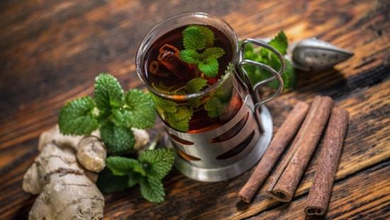 תה נענע עם קינמון, העוזר לשלוט ברמות הסוכר בדם