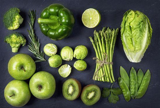ירקות ירוקים, שייק ירוק המכיל גם עלים ירוקים הוא דרך מצוינת לקבל הרבה פירות וירקות בארוחה אחת המחליפה ארוחה שתכיל ברוב הסיכויים פחות פירות וירקות
