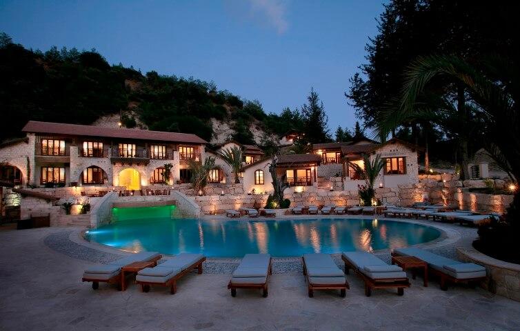 מלון ספא השוכן על מעיינות מרפא טבעיים בהרי הטרודוס שבקפריסין מארח ריטריט ניקוי ואיזון הגוף עם אומינה