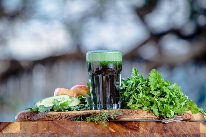 שייק ירוק, כחלק מתכנית 21 יום לניקוי ואיזון הגוף עם אומינה