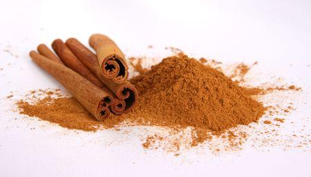 קינמון טחון ובמקלות, הוא אחד מצמחי המרפא העוצמתיים עבור טיפול טבעי בסוכרת סוג 2