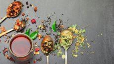 כוס תה ותבלינים בתפזורת, יוגי תה יכול לאזן את הדושות שלכם