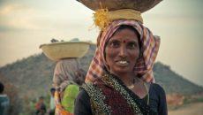 אישה הודית מחייכת, הבריאות שלכם יכולה להשתפר פלאים באמצעות כמה הרגלים בריאים פשוטים