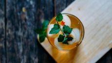 תה ירוק וליצ'י עוזרים להתמודד עם נזקי סטרס