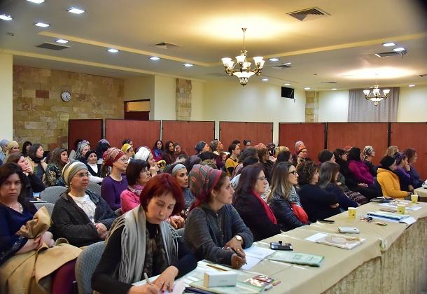 תכנית הלימודים הגדולה והמעמיקה בישראל: 417 שעות אקדמיות.