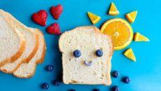 לחם ופירות