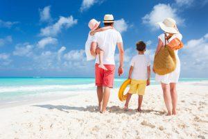 משפחה בחוף