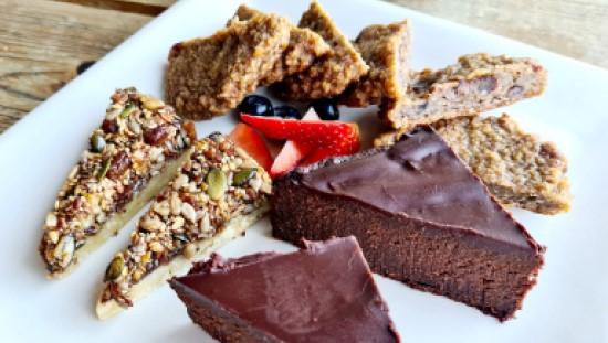 חגיגת קינוחים טבעוניים במסעדת Organic Food בדובאי
