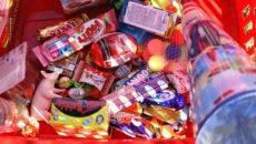 משלוח מנות מלא בממתקים