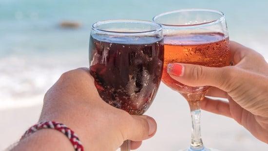 עדיף לוותר על אלכוהול ומיצים ממותקים