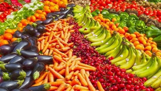 שפע של ירקות ופירות
