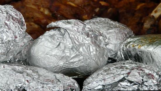 תפוחי אדמה בנייר כסף - רעל עטוף ברעל