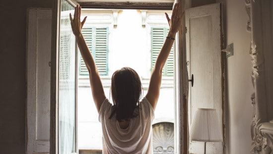 פתחו לרווחה את החלונות בבוקר