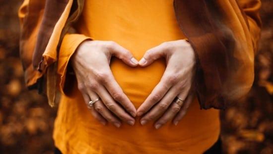אומגה 3 - חשובה לתקינות ההריון ולהתפתחות העובר. צילום: unsplash