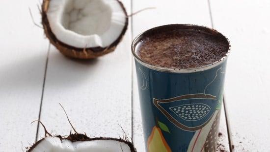 """שייק קוקוס עם זרעי המפ. צילום: יח""""צ Beko"""