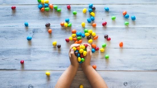 איך לעזור לילדים לאכול פחות סוכר? צילום: unsplash