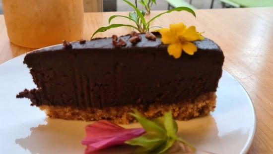 עוגת רו פוד באלכמיסט. צילום: אפרת נבון
