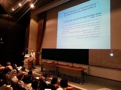 """ד""""ר מאיר וינקלר בהרצאתו (צילום: אפרת דרוקר)"""