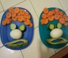 פרצופי ירקות בצלחות בביתה של הילה